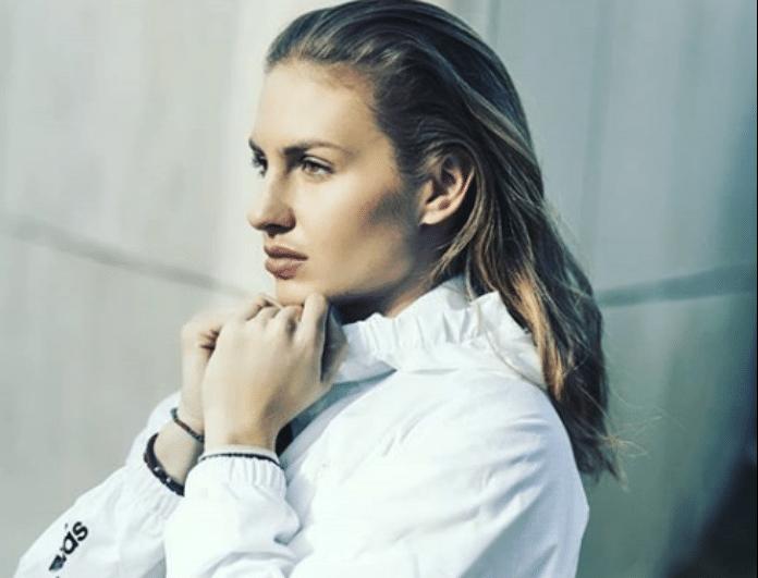 Κατερίνα Δαλάκα: Ποζάρει «υγρή» και «κολάζει» τα πλήθη!