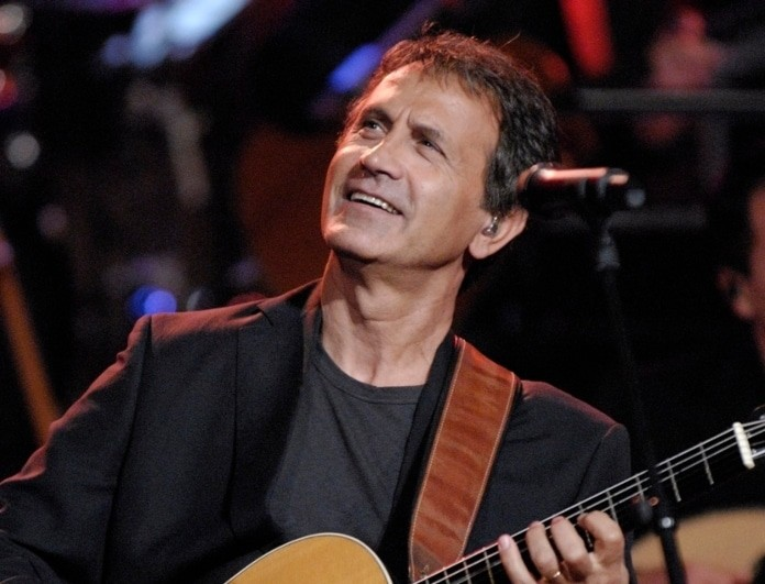 Γιώργος Νταλάρας: Πένθος για τον τραγουδιστή! Θάνατος-μαχαιριά για τον τραγουδιστή!
