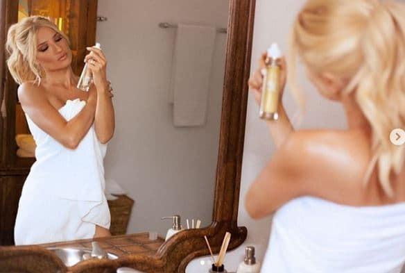 Φαίη Σκορδά: Μέσα σε λευκή πετσέτα αλλειμένη με λάδι! Φωτογραφίες που κάνουν τον γύρο του διαδικτύου!
