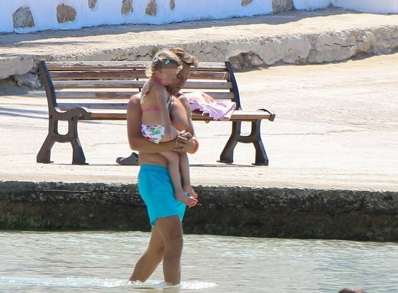 Ελένη Μενεγάκη - Ματέο Παντζόπουλος: Έμπαιναν αγκαλιά στην παραλία και σε λίγα λεπτά άρχισαν να