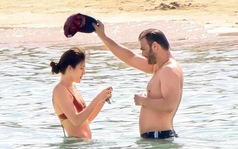 Γιώργος Σαμπάνης: Στη φόρα φωτογραφίες από τις τρυφερές στιγμές του στην παραλία! Τον