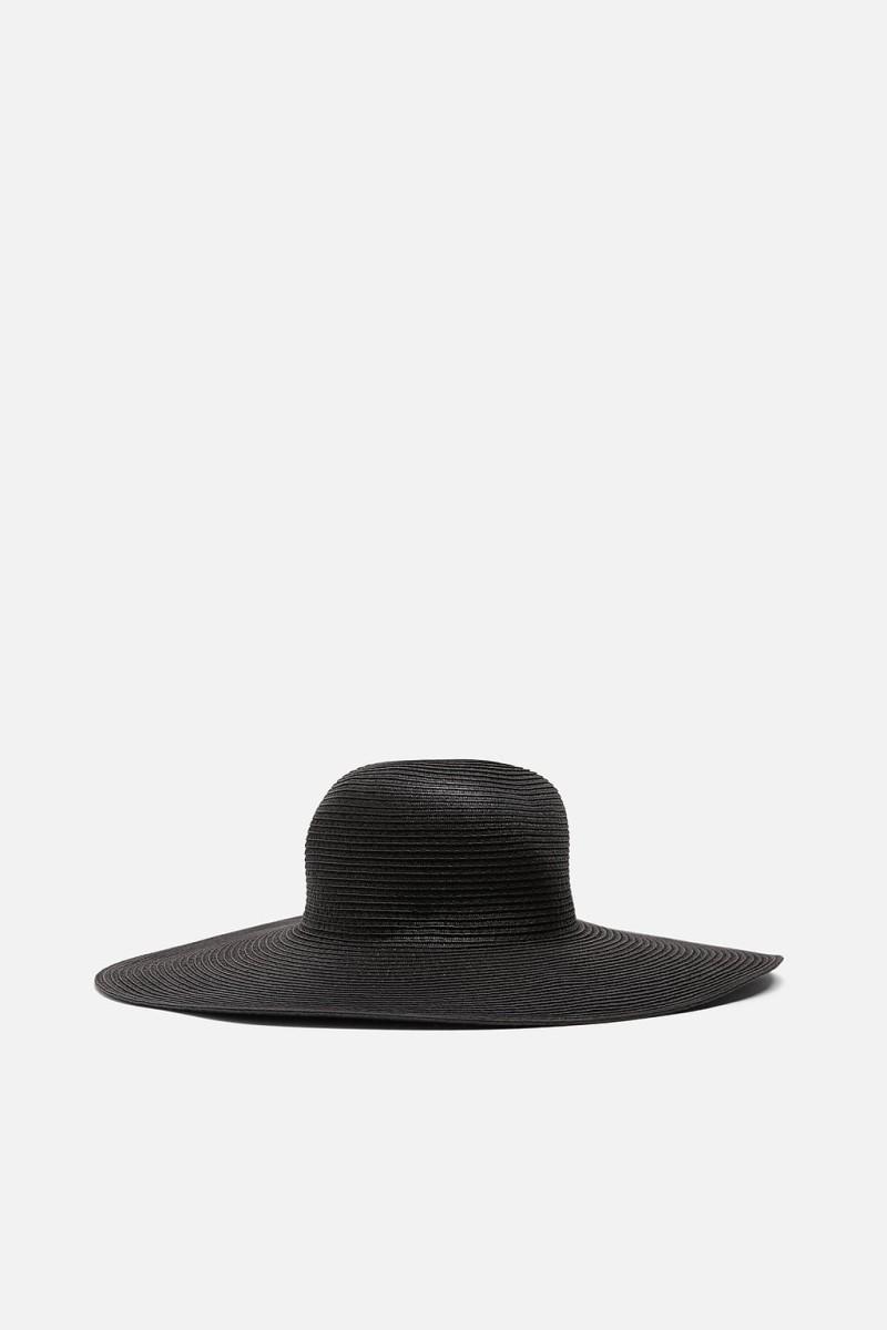 Ελένη Μενεγάκη: Φόρεσε ένα καουμπόικο καπέλο από τα Zara κι έγινε