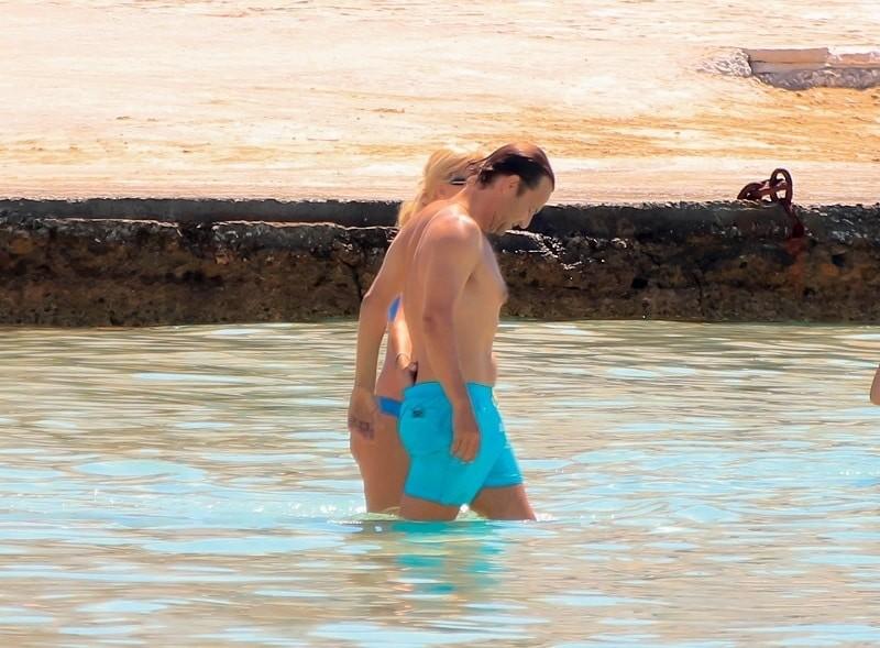 Ελένη Μενεγάκη - Ματέο Παντζόπουλος: Εκεί που έμπαιναν αγκαλιασμένοι στο νερό άρχισαν να