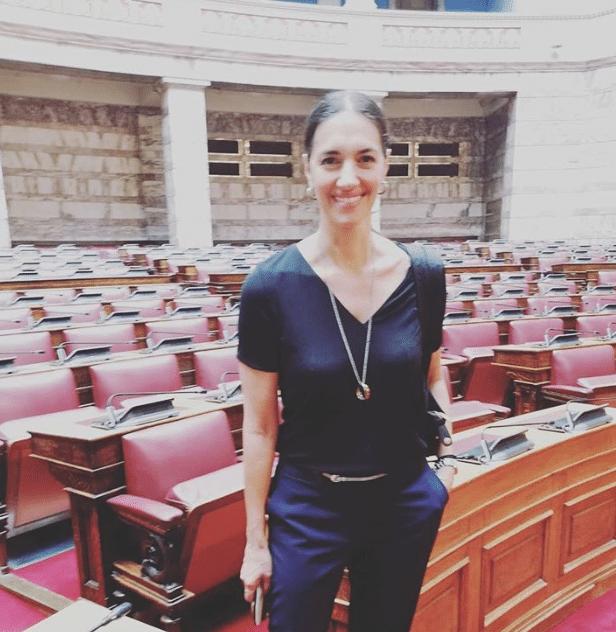 Νόνη Δούνια: Δείτε την για πρώτη φορά στο κοινοβούλιο!