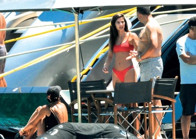 Σάκης Τανιμανίδης - Χριστίνα Μπόμπα: Φωτογραφίες από το σκάφος! Τα παιχνίδια και τα πλυσίματα στην ντουζιέρα...
