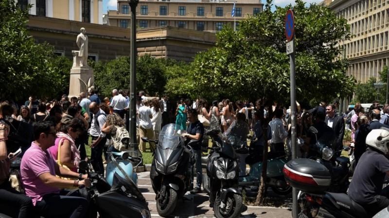 Σεισμός στην Αθήνα: Νέο βίντεο-σοκ από τη δόνηση! Τρόμος με τη βοή! Μία τουρίστρια τραυματίστηκε!