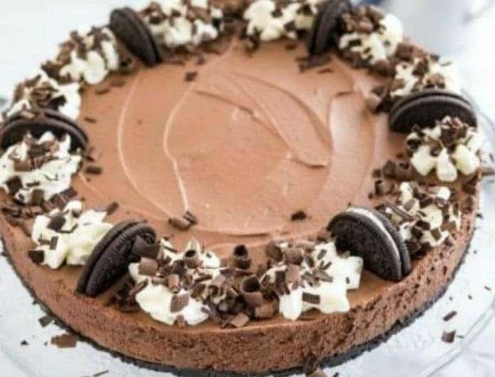 Τούρτα σοκολάτας ψυγείου με μους σοκολάτας και τραγανή βάση όρεο!