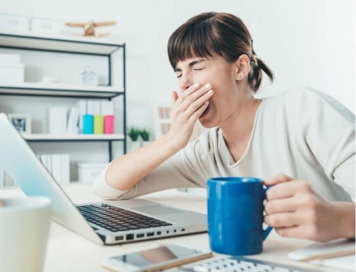 5 εύκολοι τρόποι να σταματήσεις το ενοχλητικό χασμουρητό που έχεις!