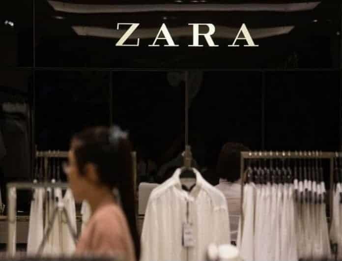Zara: Η ασημένια μπλούζα - κόσμημα από τη νέα συλλογή θα δώσει λάμψη στην εμφάνιση σου!