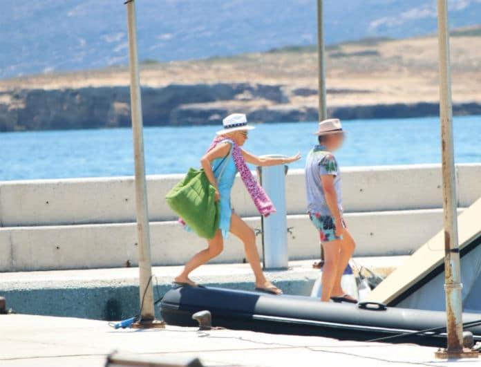 Ελένη Μενεγάκη: Καρέ καρέ το «ατύχημα» πάνω στο σκάφος! Έχασε την ισορροπία της και...