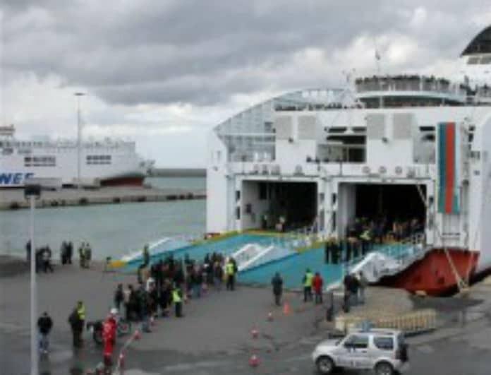 Μηχανική βλάβη σε πλοίο προς την Κρήτη με 1343 επιβάτες!