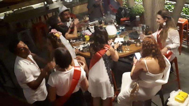 Γνωστή Ελληνίδα τραγουδίστρια διασκεδάζει στο μπάτσελορ πάρτι της λίγο πριν τον γάμο!