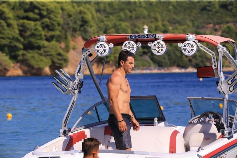 Γιώργος Αγγελόπουλος: Επέστρεψε στην παλιά του αγάπη! «Καuτό» υλικό....