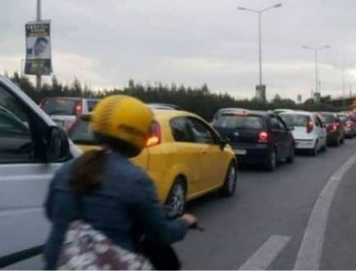 Απίστευτη καραμπόλα τεσσάρων οχημάτων στην Αθηνών - Κορίνθου!