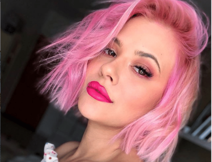 Η Λάουρα Νάργες φοράει το ροζ μαγιό της και μας δείχενι το σώμα της χωρίς ρετούς και φίλτρα! (ΦΩΤΟ)