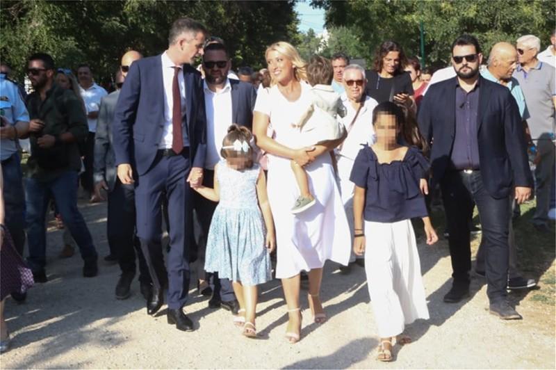 Σία Κοσιώνη: Με τον γιο της στην ορκωμοσία του Μπακογιάννη! Η τρυφερή κίνηση που δεν πέρασε απαρατήρητη...