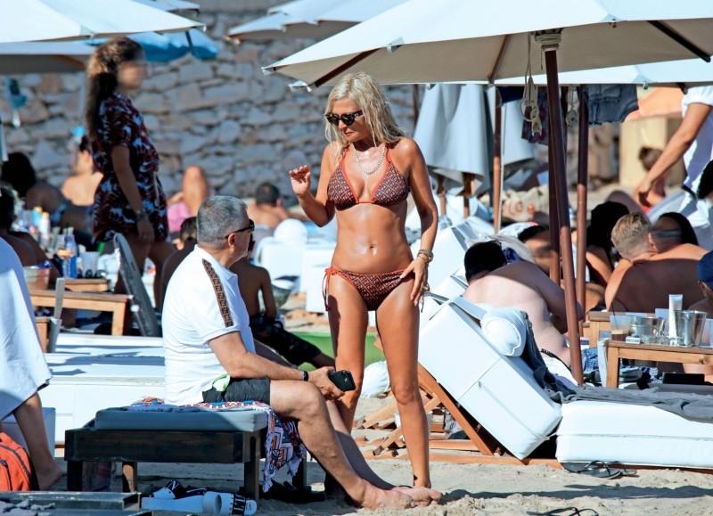 Μαρίνα Πατούλη: Με μαγιό που «ακουμπάει» τα 400 ευρώ! Όλοι κοίταγαν το σώμα της...