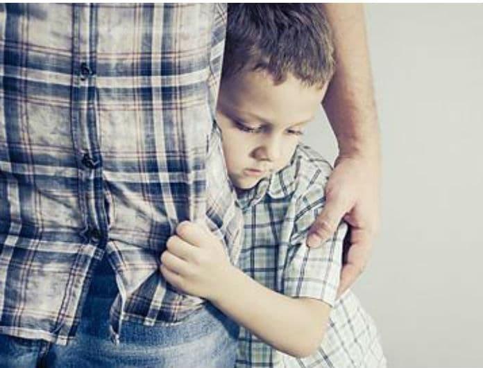 Μήπως το παιδί σας έχει «κλειστό» χαρακτήρα; Αυτές είναι οι 5 φράσεις για να το «ξεκλειδώσετε»!