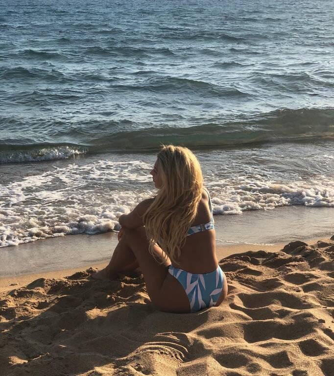 Κωνσταντίνα Σπυροπούλου: Ποζάρει με το μπικίνι της χωρίς ίχνος ρετούς και φίλτρα στο σώμα της!