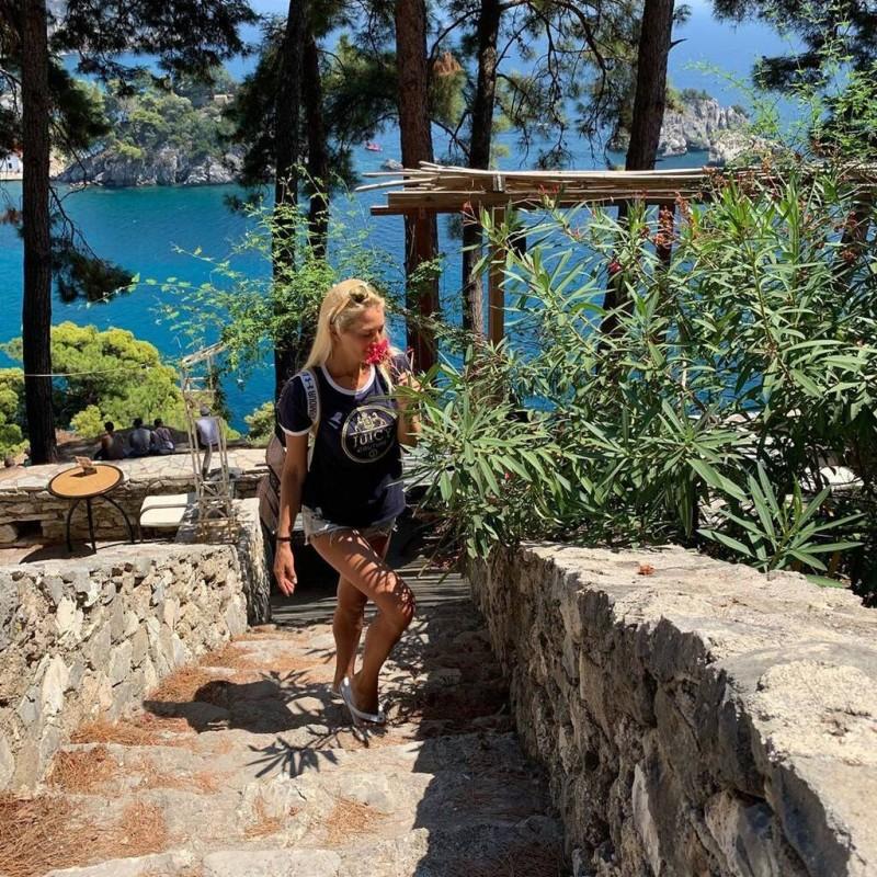 Βικτώρια Καρύδα: Έτσι περνάει το πρώτο καλοκαίρι χωρίς τον άντρα της! Απόδραση σε εξωτικά μέρη!