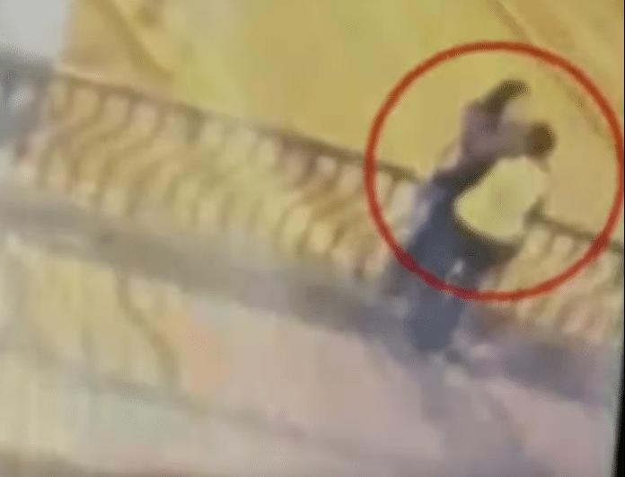 Βίντεο σοκ! Το ρομαντικό φιλί ενός ζευγαριού κατέληξε σε τραγωδία! Έπεσαν από την γέφυρα!