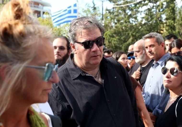 Ράκος ο Δημήτρης Σταρόβας στην κηδεία του Λαυρέντη Μαχαιρίτσα!