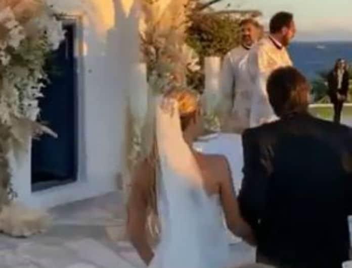 Τα πρώτα πλάνα από τον ρομαντικό γάμο πασίγνωστου Έλληνα στην Μύκονο!
