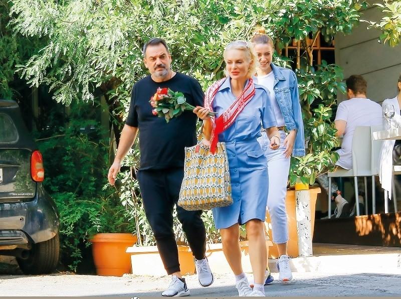 Έλενα Χριστοπούλου: Ανοίγει ο δρόμος για δεύτερο γάμο; Τρυφερές φωτογραφίες με τον σύντροφό της!
