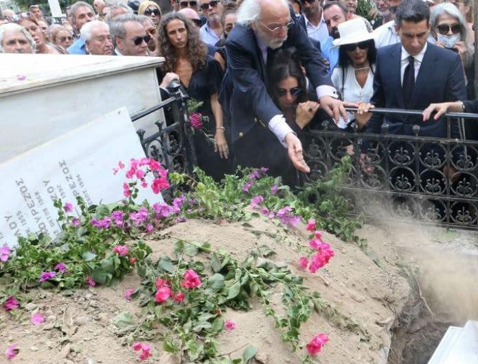 Ζωή Λάσκαρη: Πώς είναι σήμερα ο τάφος της; Ντοκουμέντα - αποκάλυψη!
