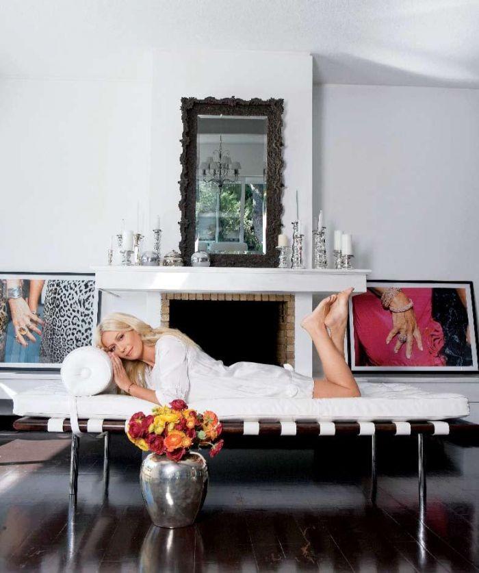 Μαρία Μπακοδήμου: Στο σπίτι της έχει καρέκλα που κρέμεται από τον τοίχο! Δείτε τα πάντα σε φωτογραφίες...
