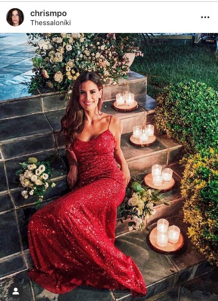 To κόκκινο φόρεμα της Μπόμπα