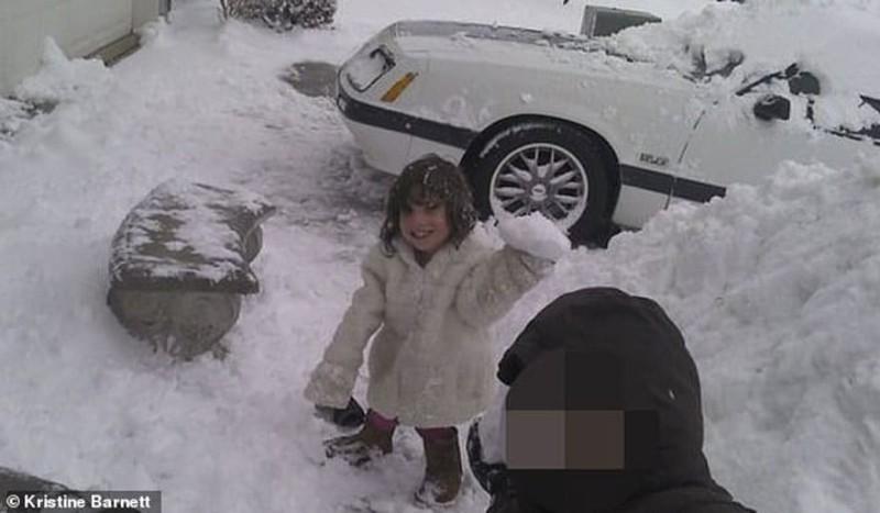 Απίστευτο! Υιοθέτησαν 6χρονο κοριτσάκι... ή μάλλον έτσι νόμιζαν και προσπάθησε να τους σκοτώσει!