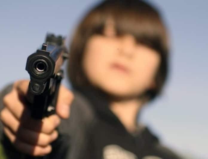 Πεντάχρονος πυροβόλησε και σκότωσε τον 4χρονο αδερφό του!