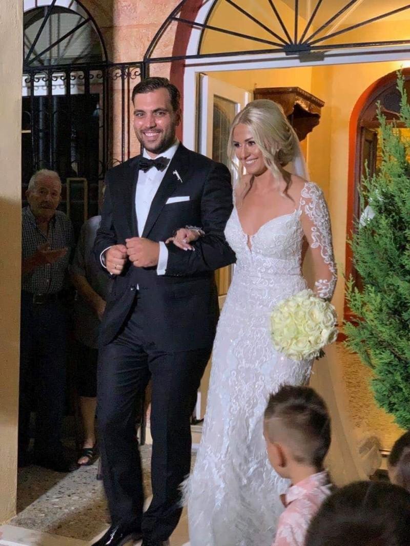 Γάμος βόμβα! Έλληνας πολιτικός παντρεύτηκε την σωματοφύλακά του!