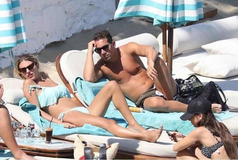 Χριστίνα Βακάκη: Τα φιλιά και οι αγκαλιές της κόρης του Mr Jumbo δημόσια! Αποκλειστικές φωτογραφίες....