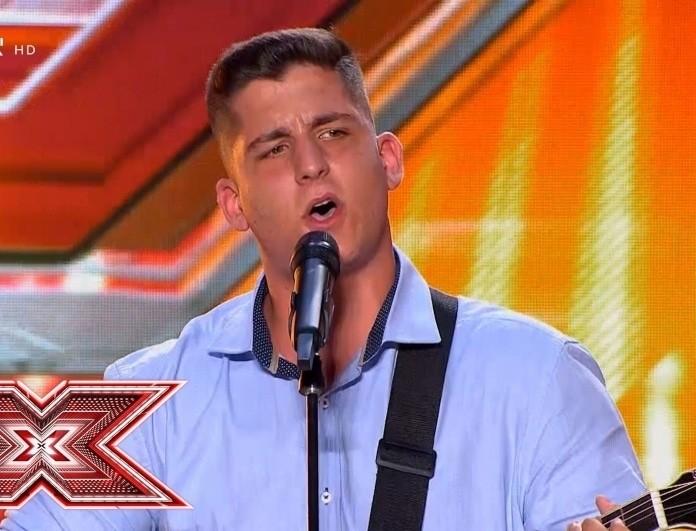 X-Factor: Ο 16χρονος τραγούδησε για την κοπέλα του και συγκίνησε!