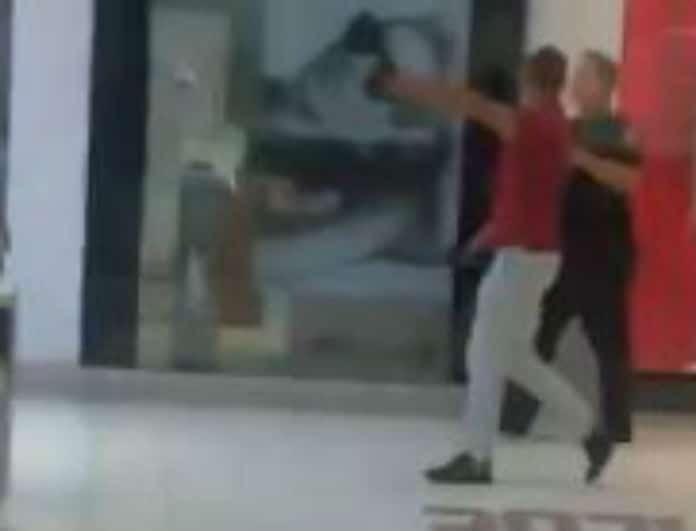 Συναγερμός για πυροβολισμούς σε εμπορικό κέντρο στη Φλόριντα!