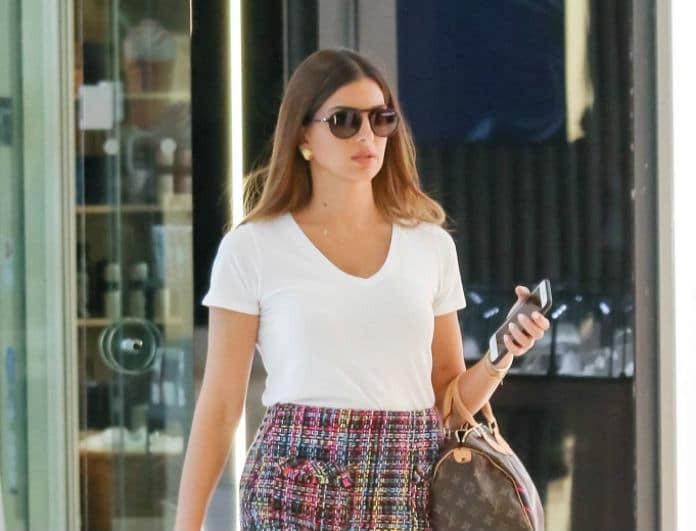 Σταματίνα Τσιμτσιλή: Βόλτα στα μαγαζιά ολομόναχη! «Έπαθαν» όλοι εγκεφαλικό με την κοντή φούστα και τα πόδια της!