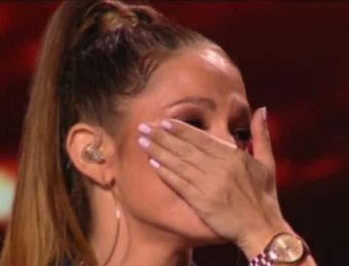 X-Factor: «Λύγισε» η διαγωνιζόμενη! Δάκρυσε on camera μετά την ερμηνεία της!