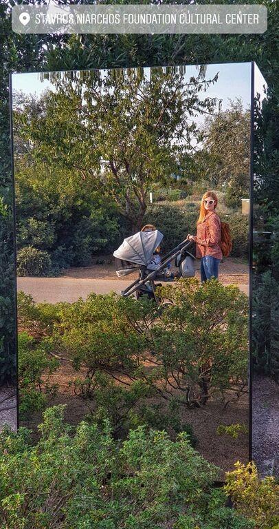 Τζένη Θεωνά: Πιο ανανεωμένη από ποτέ σε βόλτα με το γιο της!