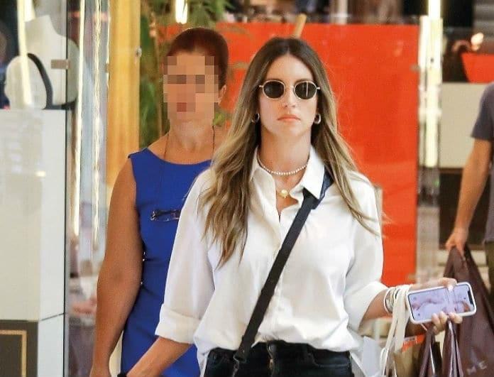 Αθηνά Οικονομάκου: Φορτωμένη με τσάντες και χωρίς χαμόγελο! Φορούσε τσάντα 1.590 ευρώ!
