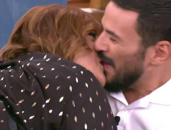 Βίκυ Σταυροπούλου: «Κόκκαλο» η Γερμανού! Φίλησε τον Τσουρό στο στόμα!