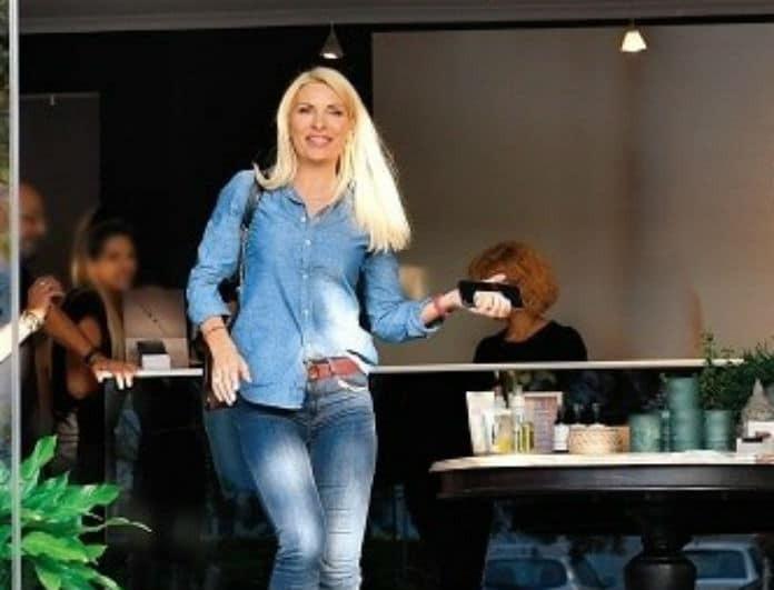 Ελένη Μενεγάκη: Η καφέ της τσάντα, κόστισε 1.980 ευρώ! Δεν «παίζει» να μην την θέλατε κι εσείς...