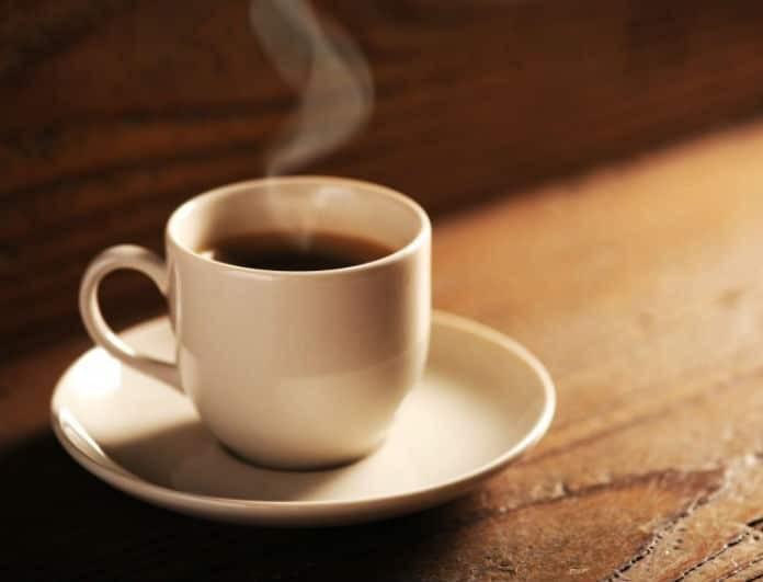 Προσοχή! Αν πίνεις καφέ πριν τις 09:30 το πρωί, κινδυνεύεις από...
