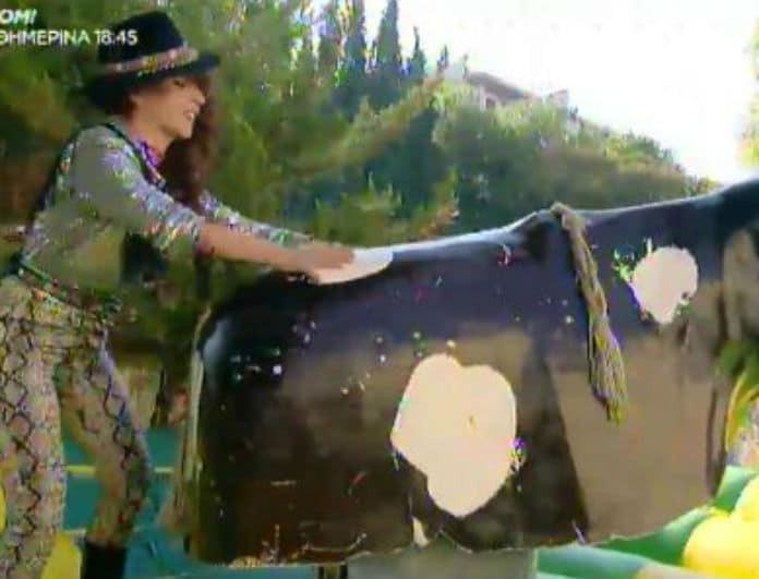 Καλό Μεσημεράκι: Η Βάνια «καβάλησε» τον ταύρο και μιμήθηκε τις παίκτριες του GNTM!
