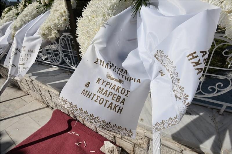 Σοφία Κοκοσαλάκη: «Ράγισαν» καρδιές στην κηδεία της! Οι σπαρακτικές εικόνες...