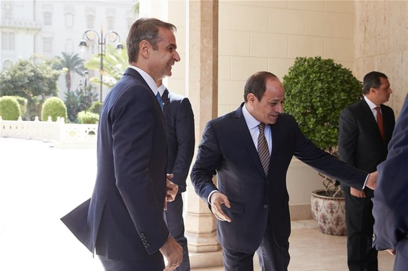 Κυριάκος Μητσοτάκης: Με σούπερ στιλάτο κοστούμι στην Αίγυπτο! Άφησε άφωνο τον Πρόεδρο!