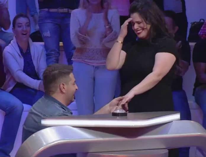 Απίστευτο! Της έκανε πρόταση γάμου στο Guess My Age! (Βίντεο)