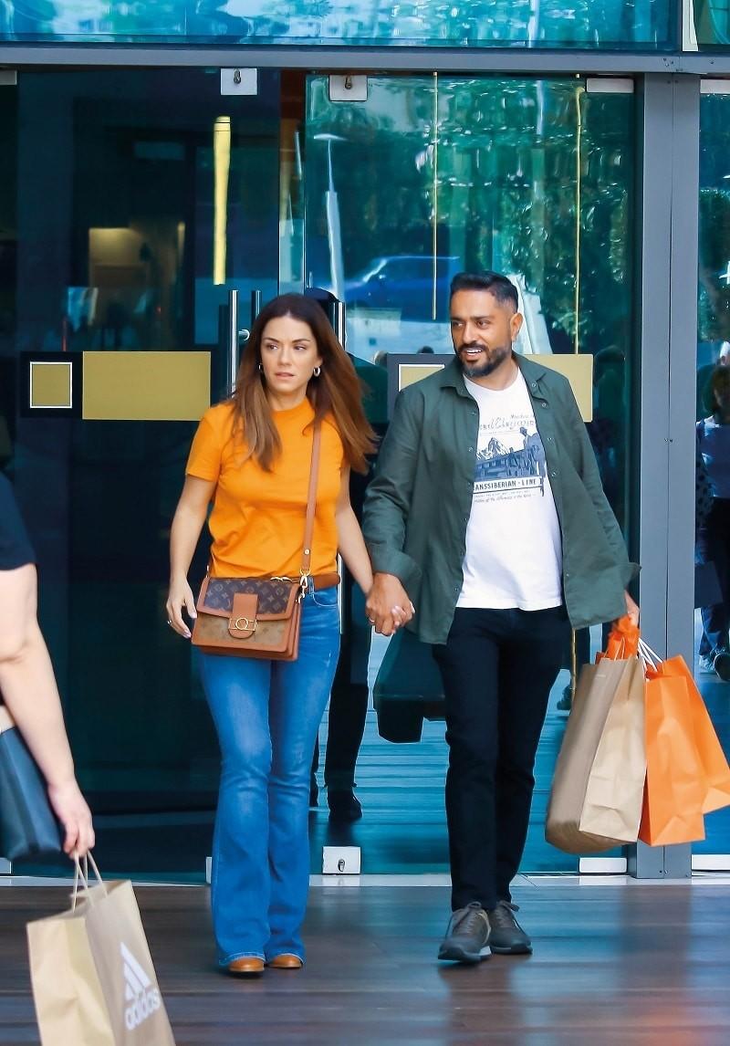 Βάσω Λασκαράκη: Δεν άφηνε τον άντρας της από το χέρι! Φωτογραφίες ντοκουμέντο από τα ψώνια τους!