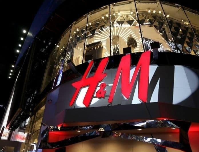 H&M: Αυτό το μαύρο φόρεμα, δεν μοιάζει με κανένα άλλο που έχεις! «Αδειάζει» ταμία με 19,99!